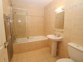 12 Llys Rhostrefor - Anglesey - 1044884 - thumbnail photo 17