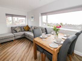 Benllech Bay Apartment 2 - Anglesey - 1045483 - thumbnail photo 3