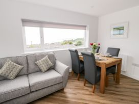Benllech Bay Apartment 2 - Anglesey - 1045483 - thumbnail photo 4