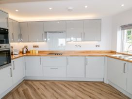 Benllech Bay Apartment 2 - Anglesey - 1045483 - thumbnail photo 6