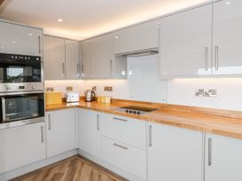 Benllech Bay Apartment 2 - Anglesey - 1045483 - thumbnail photo 7
