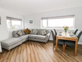 Benllech Bay Apartment 2 - Anglesey - 1045483 - thumbnail photo 8