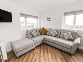 Benllech Bay Apartment 2 - Anglesey - 1045483 - thumbnail photo 2
