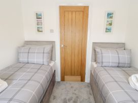 Benllech Bay Apartment 2 - Anglesey - 1045483 - thumbnail photo 11