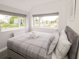 Benllech Bay Apartment 2 - Anglesey - 1045483 - thumbnail photo 13