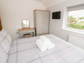 Benllech Bay Apartment 2 - Anglesey - 1045483 - thumbnail photo 15