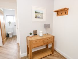 Benllech Bay Apartment 2 - Anglesey - 1045483 - thumbnail photo 17