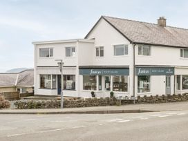 Benllech Bay Apartment 2 - Anglesey - 1045483 - thumbnail photo 20