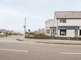 Benllech Bay Apartment 2 - Anglesey - 1045483 - thumbnail photo 21