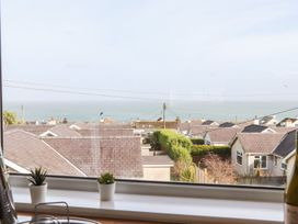Benllech Bay Apartment 2 - Anglesey - 1045483 - thumbnail photo 24