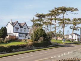 Benllech Bay Apartment 2 - Anglesey - 1045483 - thumbnail photo 25