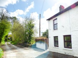 Old Railway Inn Cottage - South Wales - 1045486 - thumbnail photo 11