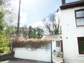 Old Railway Inn Cottage - South Wales - 1045486 - thumbnail photo 12
