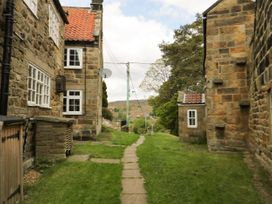 Esklets Cottage - Whitby & North Yorkshire - 1046071 - thumbnail photo 2