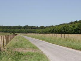 Elm - Somerset & Wiltshire - 1046238 - thumbnail photo 29