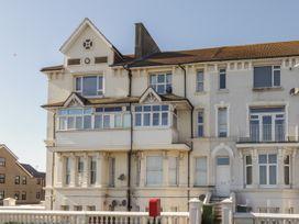 Littlestone Beach Apartment - Kent & Sussex - 1046297 - thumbnail photo 2