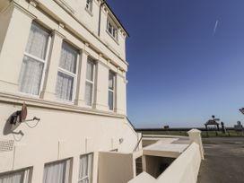 Littlestone Beach Apartment - Kent & Sussex - 1046297 - thumbnail photo 3