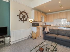 Littlestone Beach Apartment - Kent & Sussex - 1046297 - thumbnail photo 4