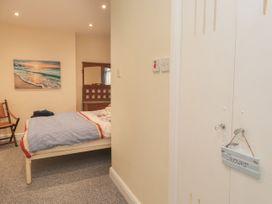 Littlestone Beach Apartment - Kent & Sussex - 1046297 - thumbnail photo 16
