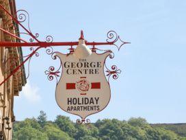 George Centre Apartment 3 - Peak District - 1047256 - thumbnail photo 2