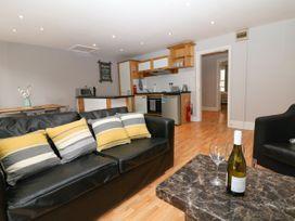 George Centre Apartment 4 - Peak District - 1047257 - thumbnail photo 4