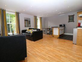 George Centre Apartment 4 - Peak District - 1047257 - thumbnail photo 5