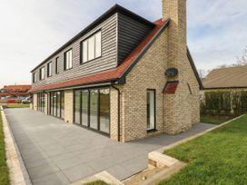 6 bedroom Cottage for rent in Newmarket