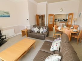 6 South Beach Court - South Wales - 1048986 - thumbnail photo 4