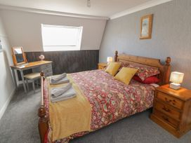 Coach House Cottage - Whitby & North Yorkshire - 1049262 - thumbnail photo 12