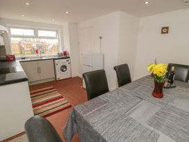 Coach House Cottage - Whitby & North Yorkshire - 1049262 - thumbnail photo 7