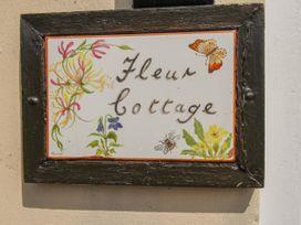 Fleur Cottage - Dorset - 1050038 - thumbnail photo 3