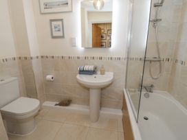 Apartment 28 - North Wales - 1050883 - thumbnail photo 15