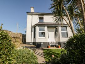 5 bedroom Cottage for rent in Holyhead