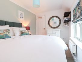 Fistral Bay Cottage - Cornwall - 1051193 - thumbnail photo 22