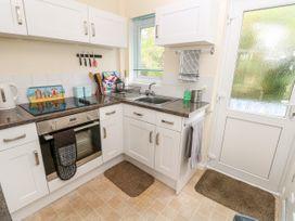 Buddleia Cottage - Isle of Wight & Hampshire - 1051305 - thumbnail photo 8
