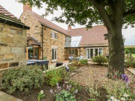 Common End Farmhouse - Whitby & North Yorkshire - 1051385 - thumbnail photo 4