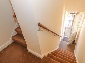 Flat 3, 4 St. Edmunds Terrace - Norfolk - 1051638 - thumbnail photo 2