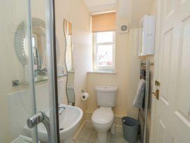 Flat 3, 4 St. Edmunds Terrace - Norfolk - 1051638 - thumbnail photo 15