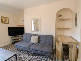 Flat 3, 4 St. Edmunds Terrace - Norfolk - 1051638 - thumbnail photo 6