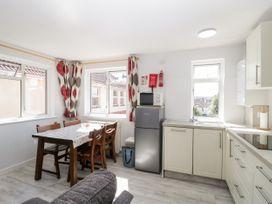Swanage Town Apartment - Dorset - 1051693 - thumbnail photo 10