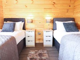 Bacheiddon Log Cabin - Mid Wales - 1051902 - thumbnail photo 11
