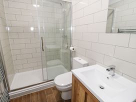 Apartment 1 - North Wales - 1052069 - thumbnail photo 11