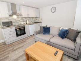 Apartment 1 - North Wales - 1052069 - thumbnail photo 6