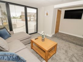 Apartment 2 - North Wales - 1052075 - thumbnail photo 4