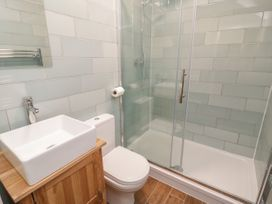 Apartment 2 - North Wales - 1052075 - thumbnail photo 11
