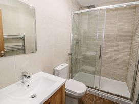 Apartment 3 - North Wales - 1052083 - thumbnail photo 18