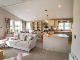 Sea Holly Lodge - Whitby & North Yorkshire - 1052601 - thumbnail photo 4