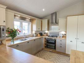 Sea Holly Lodge - Whitby & North Yorkshire - 1052601 - thumbnail photo 9