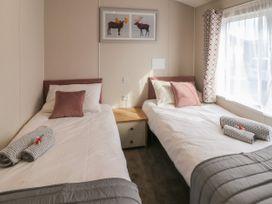 Sea Holly Lodge - Whitby & North Yorkshire - 1052601 - thumbnail photo 11