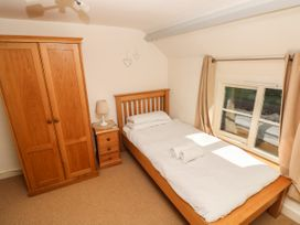Oysterbank Cottage - South Wales - 1053063 - thumbnail photo 16